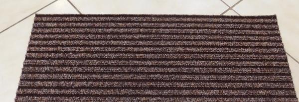 Lépcsőszőnyeg ipari filc bordázott szürkésbarna törés nélkül 7020 négyzetes/Cikksz:0532025