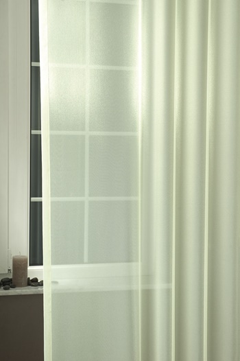 Fehér hímzett lepkés voila függöny méterben/018/Cikksz:01140337